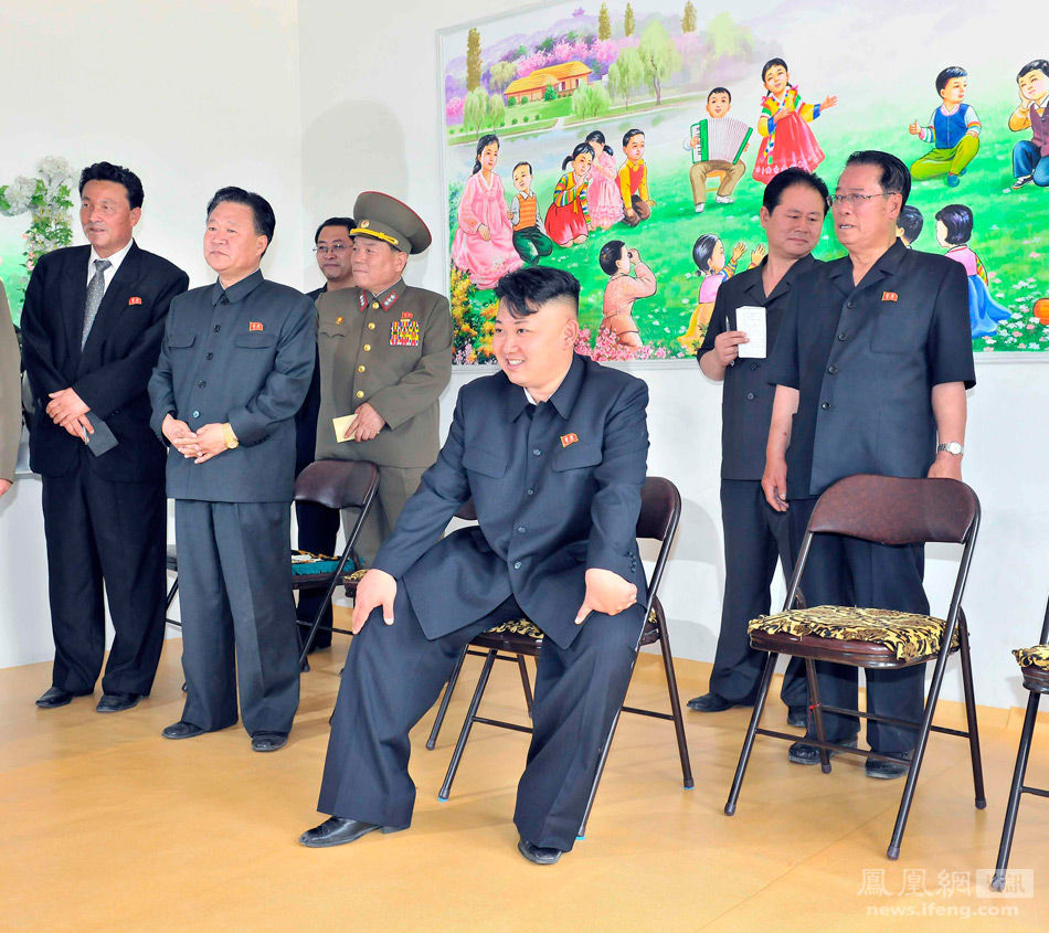Kim Jong-eun, First Secretary of the Workers' Party of the Democratic People's Republic of Korea, visited a local kindergarten on June 16 to watch a children's performance.