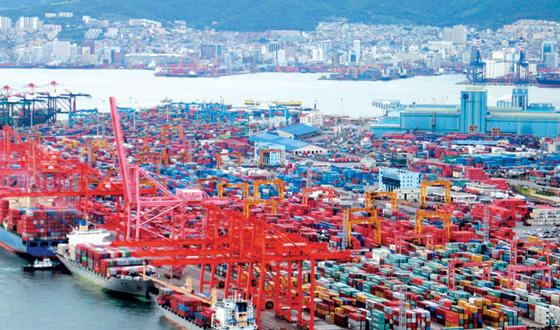 Busan port has been the 5th largest port in the world since 2004.