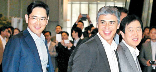 Lee Jae-yong (left), vice-president of Samsung Electronics, and Larry Page, CEO of Google.