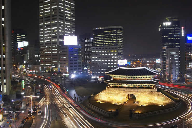 Namdaemun at night, also known as the Sungnyemun (literally Gate of Exalted Ceremonies) is located in Jung-gu between Seoul Station and Seoul City Plaza.