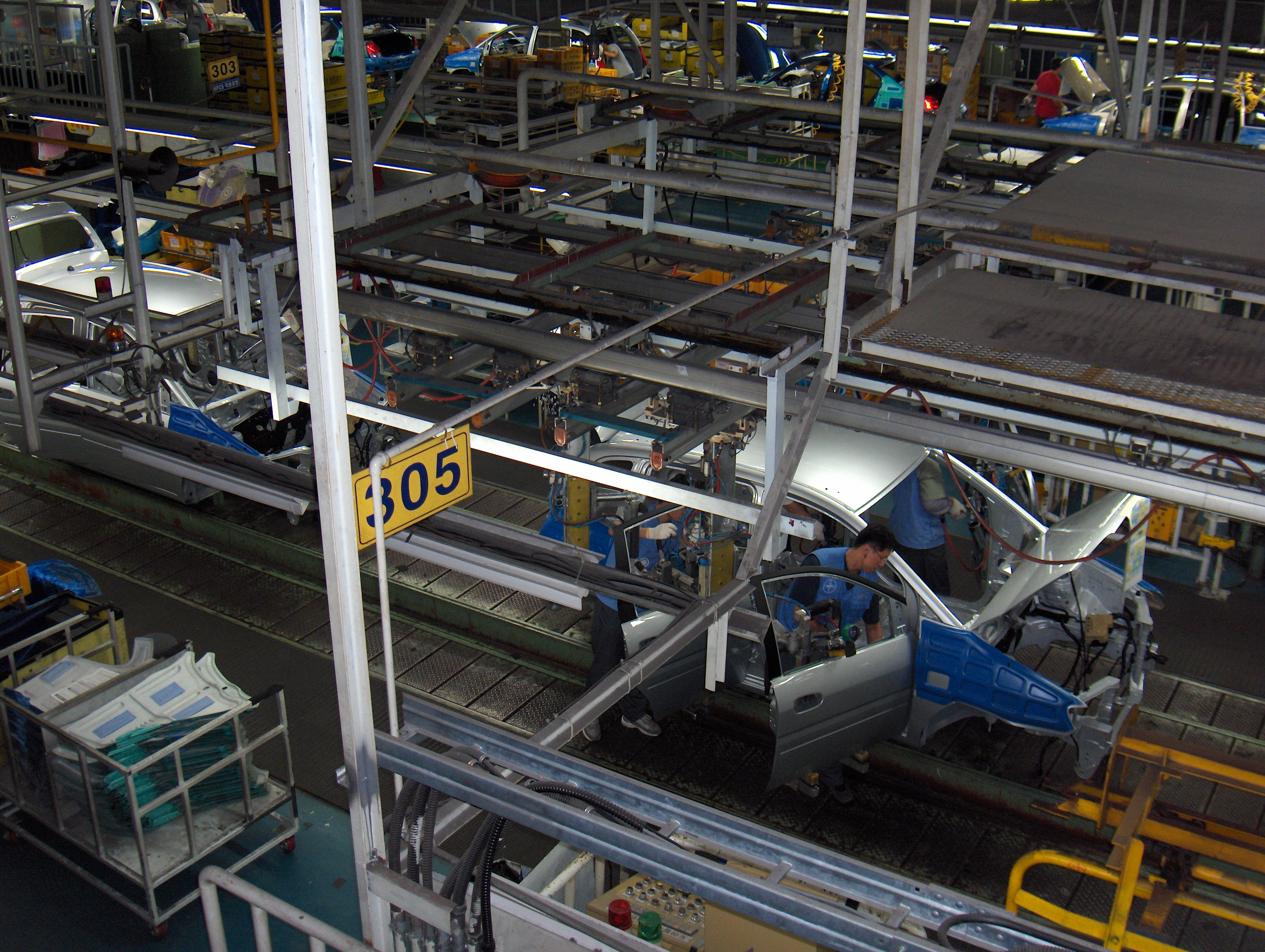 Assembly line at Hyundai Motor Company's car factory in Ulsan, South Korea. (Photo courtesy of Taneli Rajala/Wikimedia Commons)