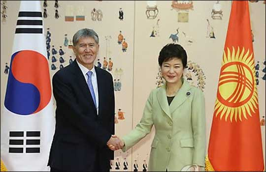 Korean President Park Geun-hye (right) and her Kyrgyz counterpart Almazbek Atambayev shake hands ahead of summit talks at the presidential office in Seoul on November 19.
