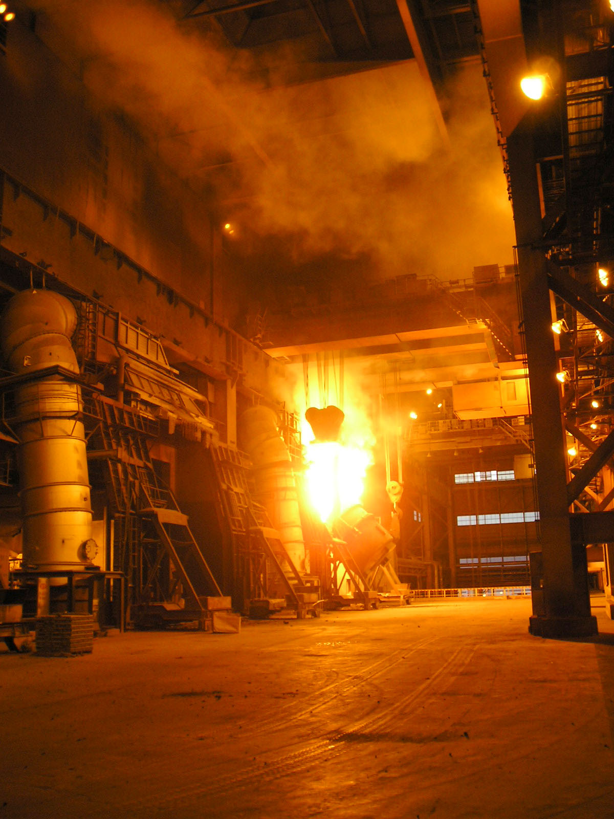 A blast furnace melts iron at Gwangyang Ironworks. Korea's steel exports are estimated to have decreased 4.3% from a year ago to 29.2 million tons this year.