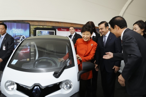 President Park Geun-hye test drives the electrical car Twizy at Renault's electrical vehicle experience center in Paris on November 4.