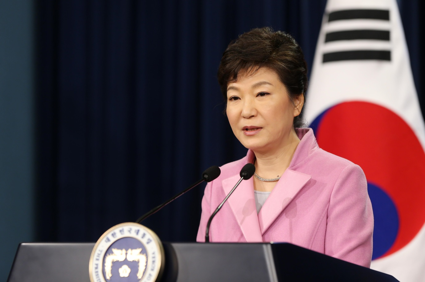 Sound Of One Hand Clapping Echoes As President Park Delivers Address Businesskorea