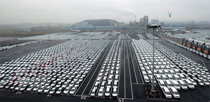 Automobiles bound for overseas markets are waiting for shipment at the international auto pier of Pyeongtaek-Dangjin Port.