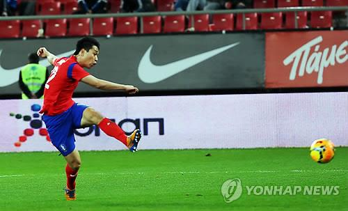 South Korean forward Park Chu-young takes a shot to open the scoring against Greece in their pre-World Cup friendly in Athens on March 5, 2014.