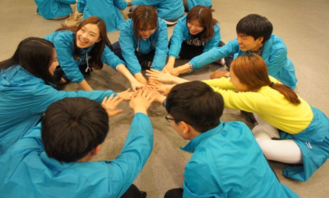 Young Blue Supporters Join hands together in promoting the 2015 World Water Forum.