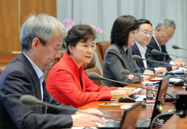 President Park Geun-hye makes introductory remarks at a presidential secretary meeting held on July 14.