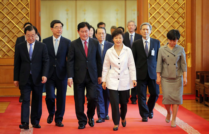 President Park Geun-hye (third from right) and her newly appointed cabinet officials walk to the function hall after the appointment ceremony on July 18.