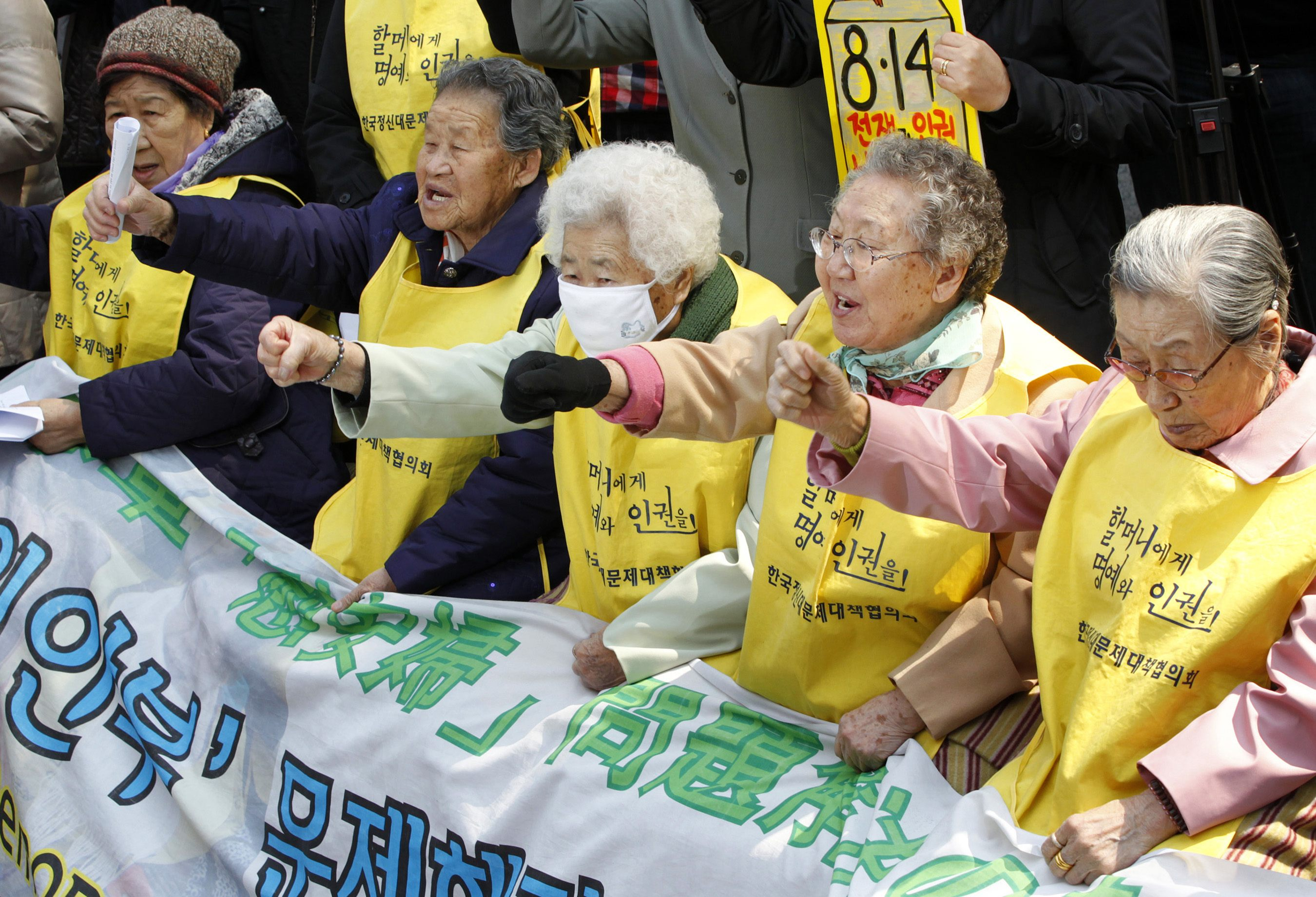 Comfort women demonstrate to draw media attention to their case in 2011.