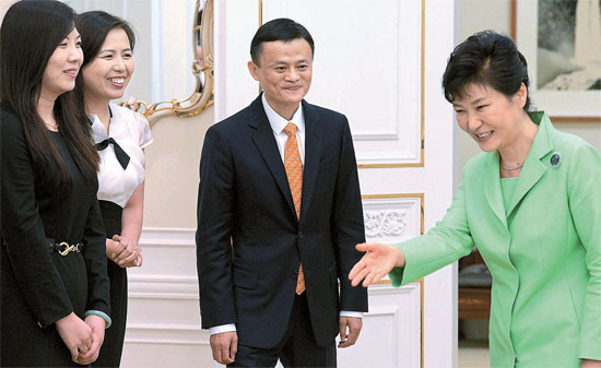 President Park Geun-hye offers a chair to Ma Yun, chairman of Alibaba of China, at the Blue House on August 18.