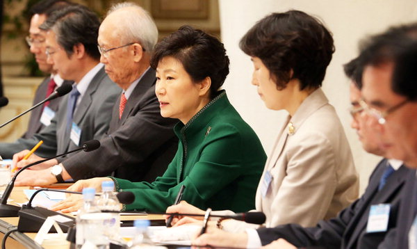 President Park Geun-hye gives an introductory greeting at the 2nd Reunification Preparation Committee Meeting held in Cheongwadae on Oct. 13.