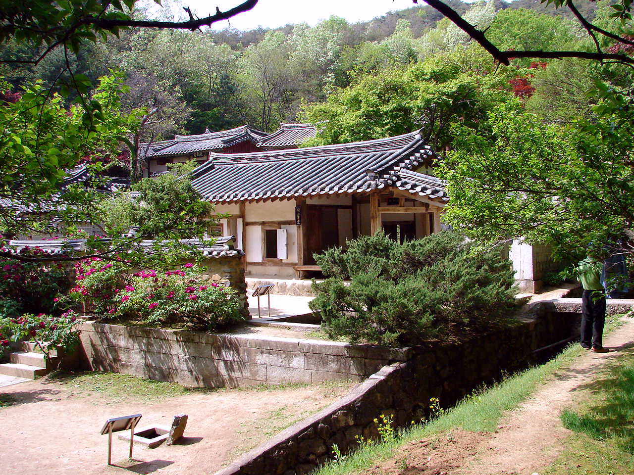 The Dosan Seowon, or Cofucian academy, was established in 1574 in Andong, South Korea, in memory of Confucian scholar Yi Hwang, by some of his disciples and other Confucian authorities. (Photo by Steve46814 via Wikimedia Commons)