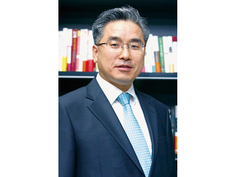 Choi Tae-hyun, Director General for the Materials & Components Industries at the Ministry of Industry.