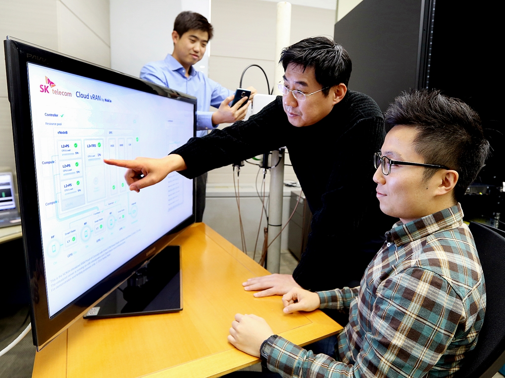 SK Telecom employees demonstrate Orchestration, which enables the design, development, and establishment of telecommunications services to consumers based on a virtualized cloud.