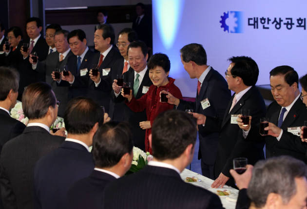 President Park Geun-hye participates in the New Year's meeting of the Korea Chamber of Commerce and Industry on Jan. 5.