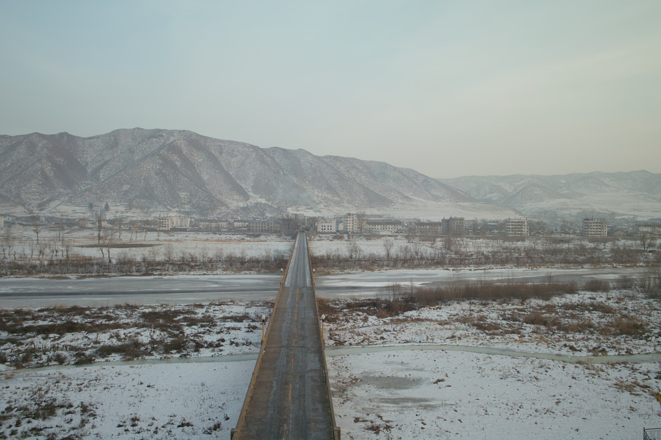 The Tumen River bridge looking from the Chinese side towards the North Korean city of Namyang. The Chinese side boasts Tumen City. The Tumen River is the northern border between North Korea and China. (Photo by Farm via Wikimedia Commons)
