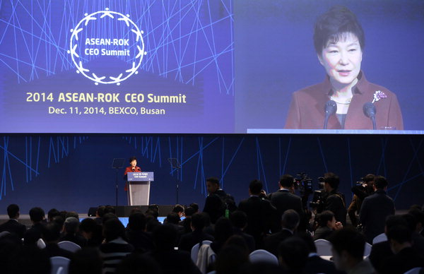 President Park Geun-hye delivers an introductory speech at the ASEAN-Korea CEO Summit held at Bexco in Busan on Dec. 11, 2014.