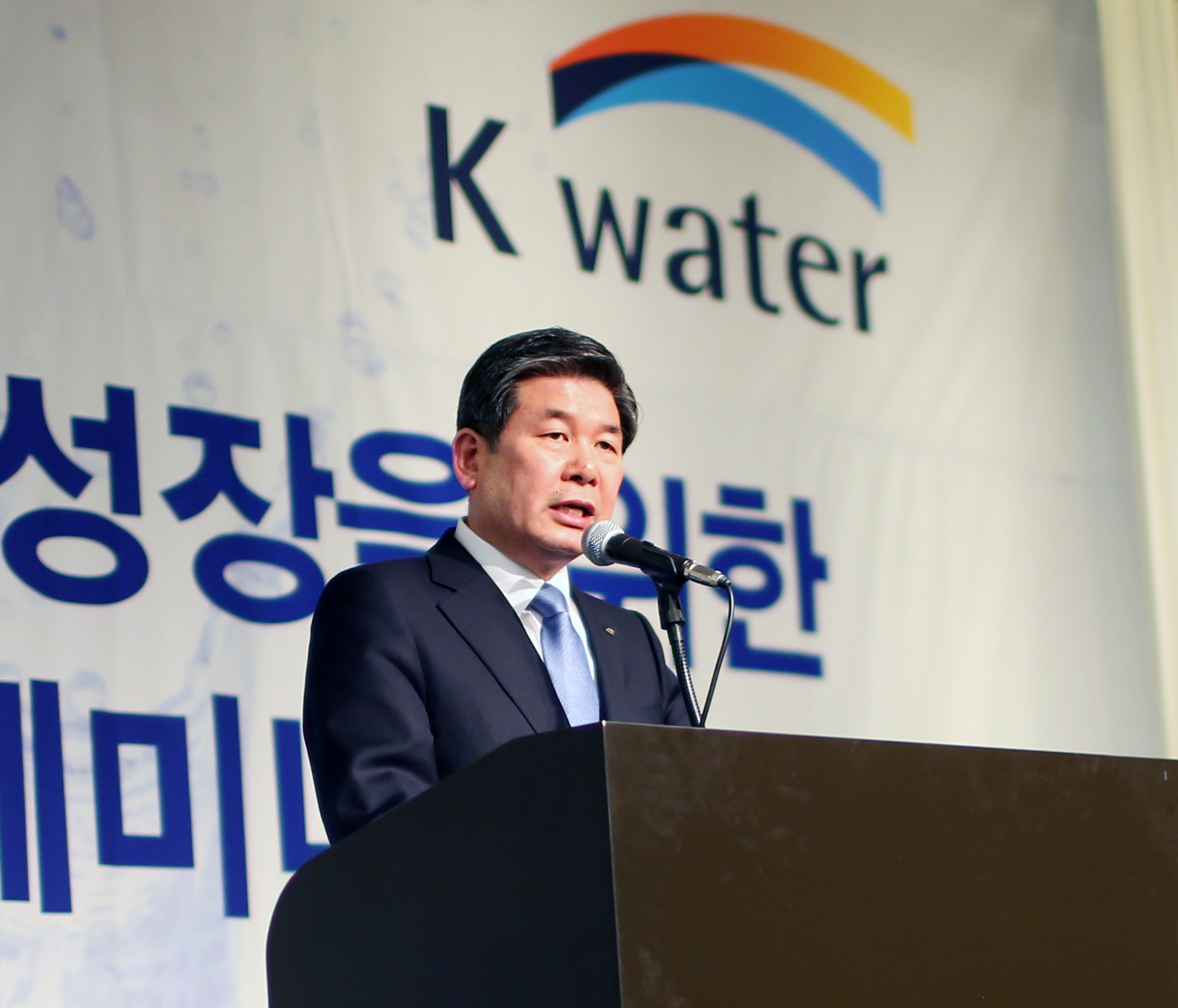 K-water CEO Choi Gye-woon gives a welcome address at KOICA's recent seminar at the K Hotel in Seoul on Feb. 12.