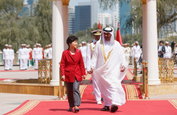 Park Geun-hye, president of South Korea, walks with Sheikh Mohammed bin Zayed Al-Nahyan, crown prince of the United Arab Emirates.