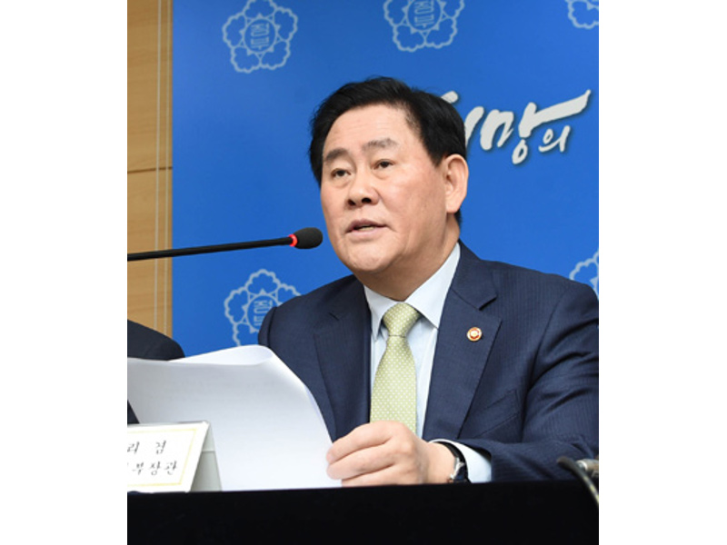 Deputy Prime Minister Choi Kyung-hwan briefs the 7th Trade and Investment Promotion Meeting in Seoul on March 19.