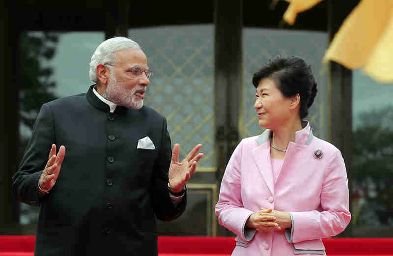 Korean President Park Geun-hye and Indian Prime Minister Narendra Modi had summit talks on May 18.