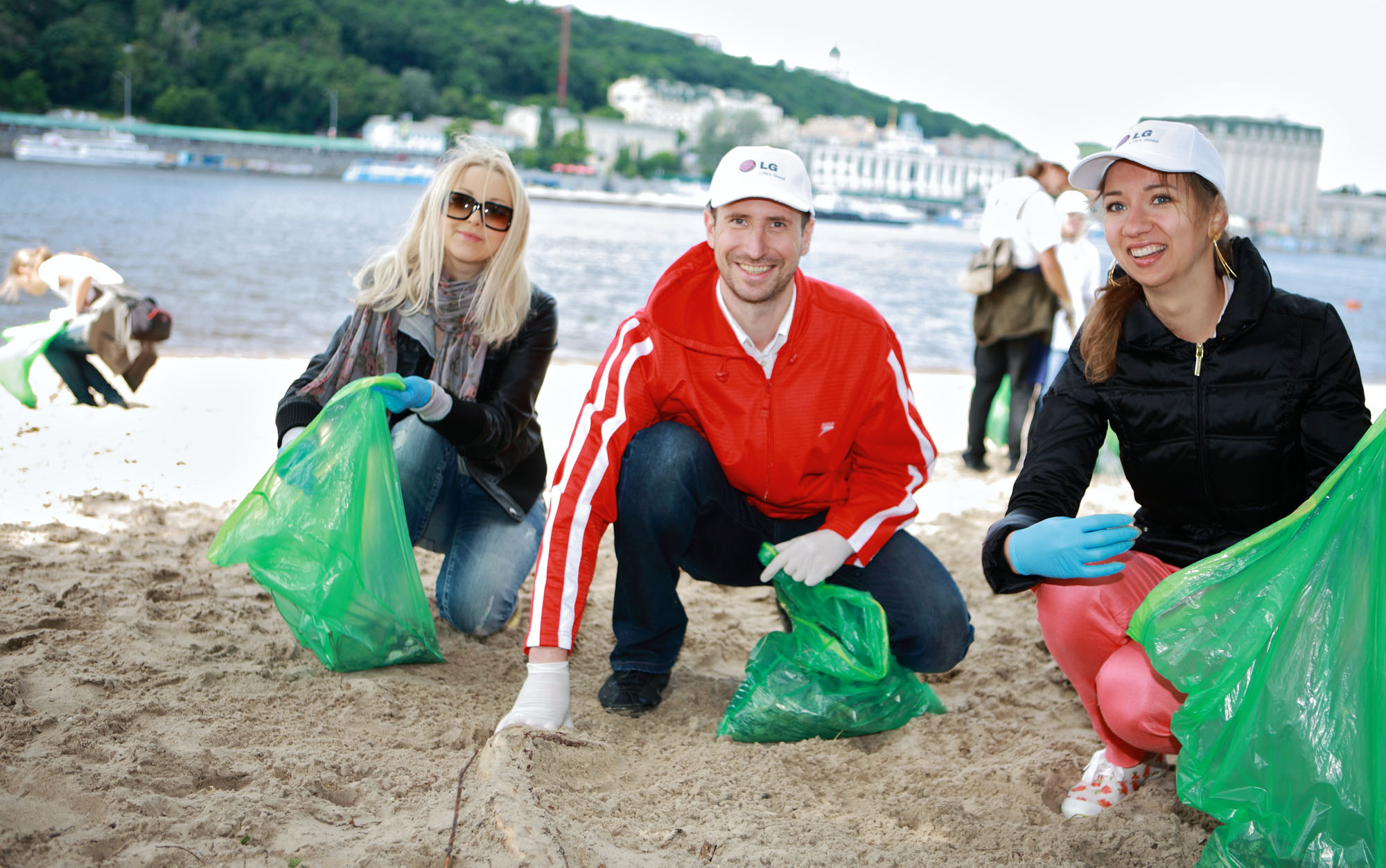 LG Electronics employees clean up a beach in the Ukraine for World Environment Day.