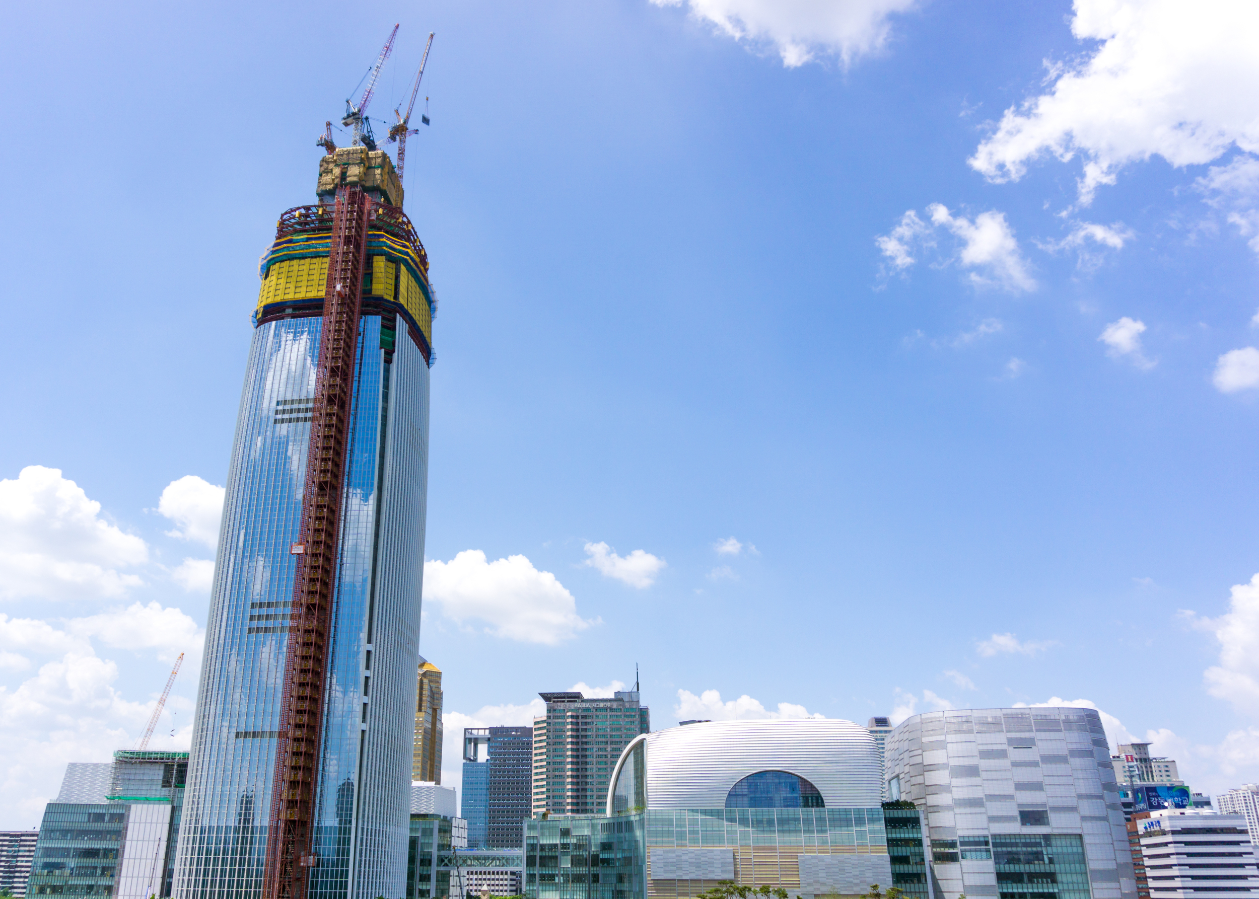 The still-under-construction Lotte World Tower as it looked on July 4, 2014. (Photo by Teddy Cross via Wikimedia Commons)
