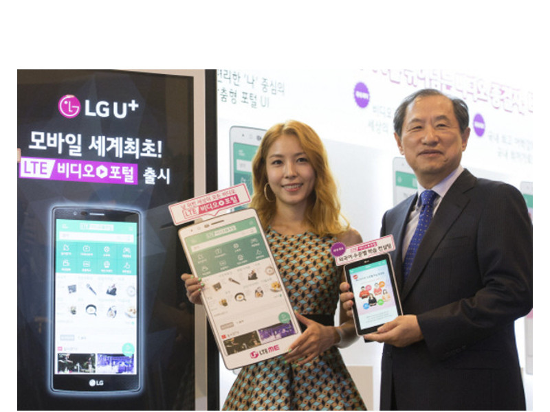 LG U Vice Chairman Lee Sang Chul Right Promotes The Companys New Long