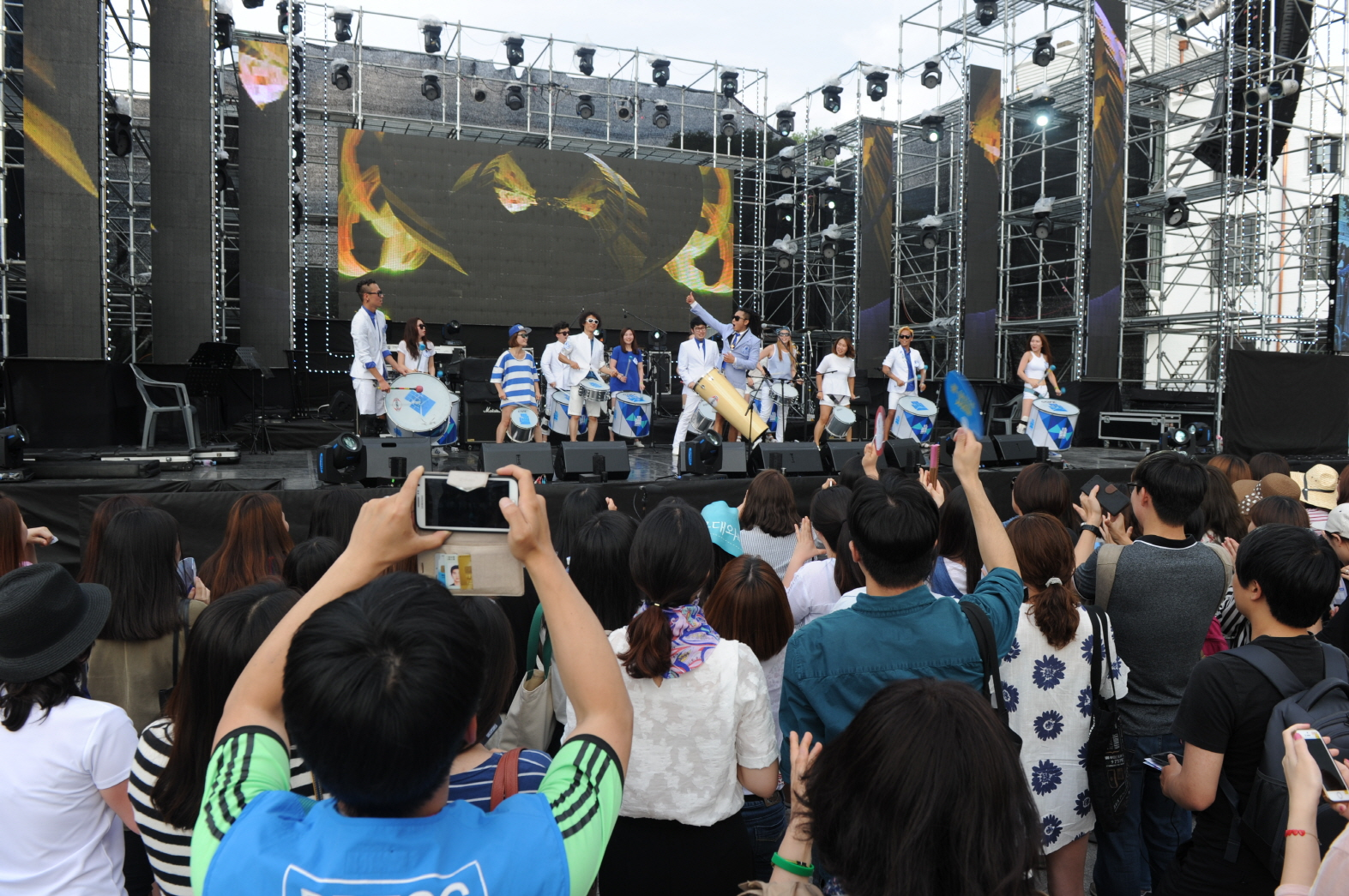 Youth enjoy the Youth Nanjang Festival at Democracy Square in the Asia Culture Complex.