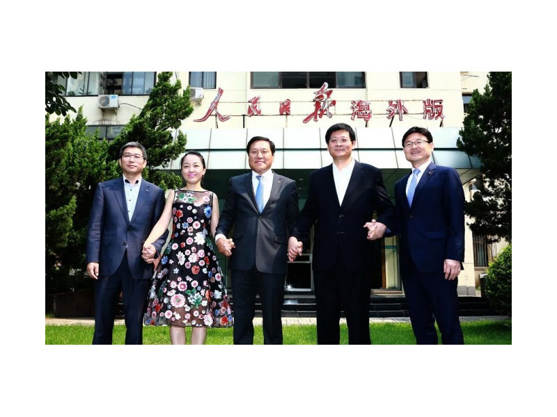 From Left: SK China CEO Sun Ziqiang, an unidentified woman, SK Networks CEO Moon Jong-hoon, President of the People's Daily Overseas Edition Yao Xaomin, and  Executive Vice President of SK Group's Global Growth Committee Kim Young-gwang in Beijing July 6.