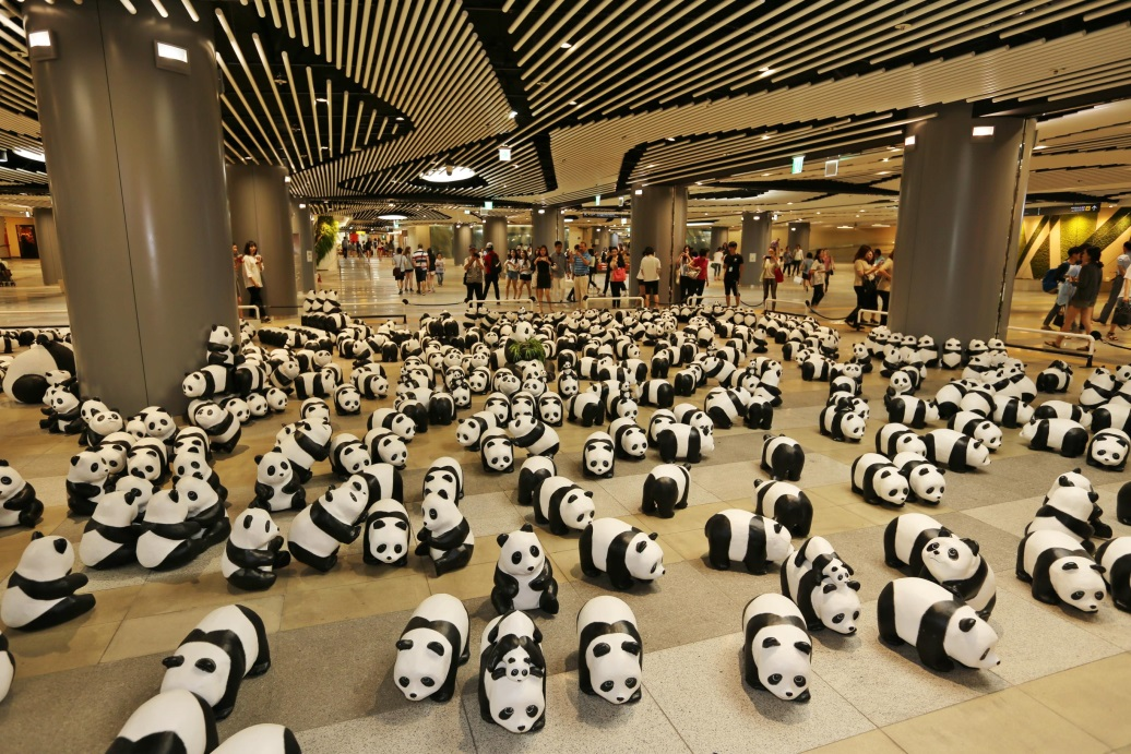 1800 paper pandas are being exhibited in the underground square of Lotte World Mall, on July 8 to stay out of the rain. (Photo via Lotte Corporation)
