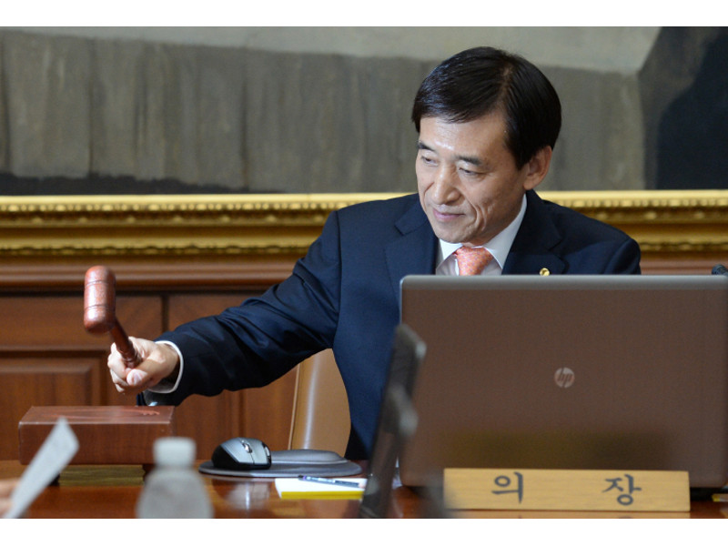 Bank of Korea Governor Lee Ju-yeol announces the Bank's growth outlook for this year at the monthly monetary policy meeting at the bank's headquarters in Seoul on July 9.