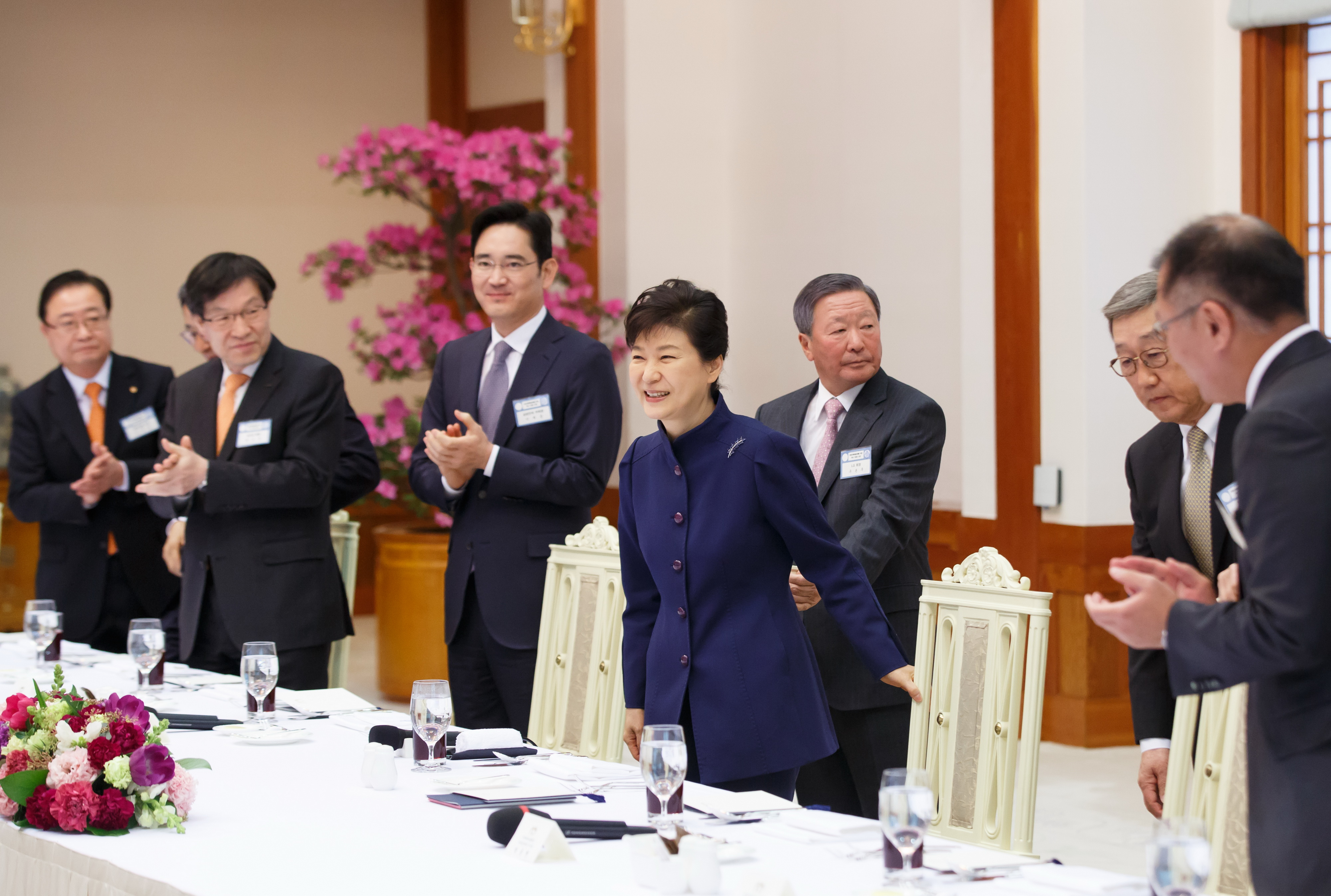 Korean President Park Geun-hye sits down to lunch with executives from many of Korea's largest conglomerates on July 24.
