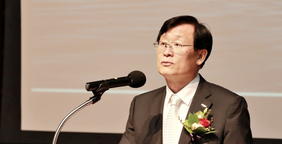 Lee Young-geun, a new fourth commissioner of the Incheon Free Economic Zone Authority (IFEZ), gives a brief speech at the inauguration held in G-tower in Incheon on Aug. 17.
