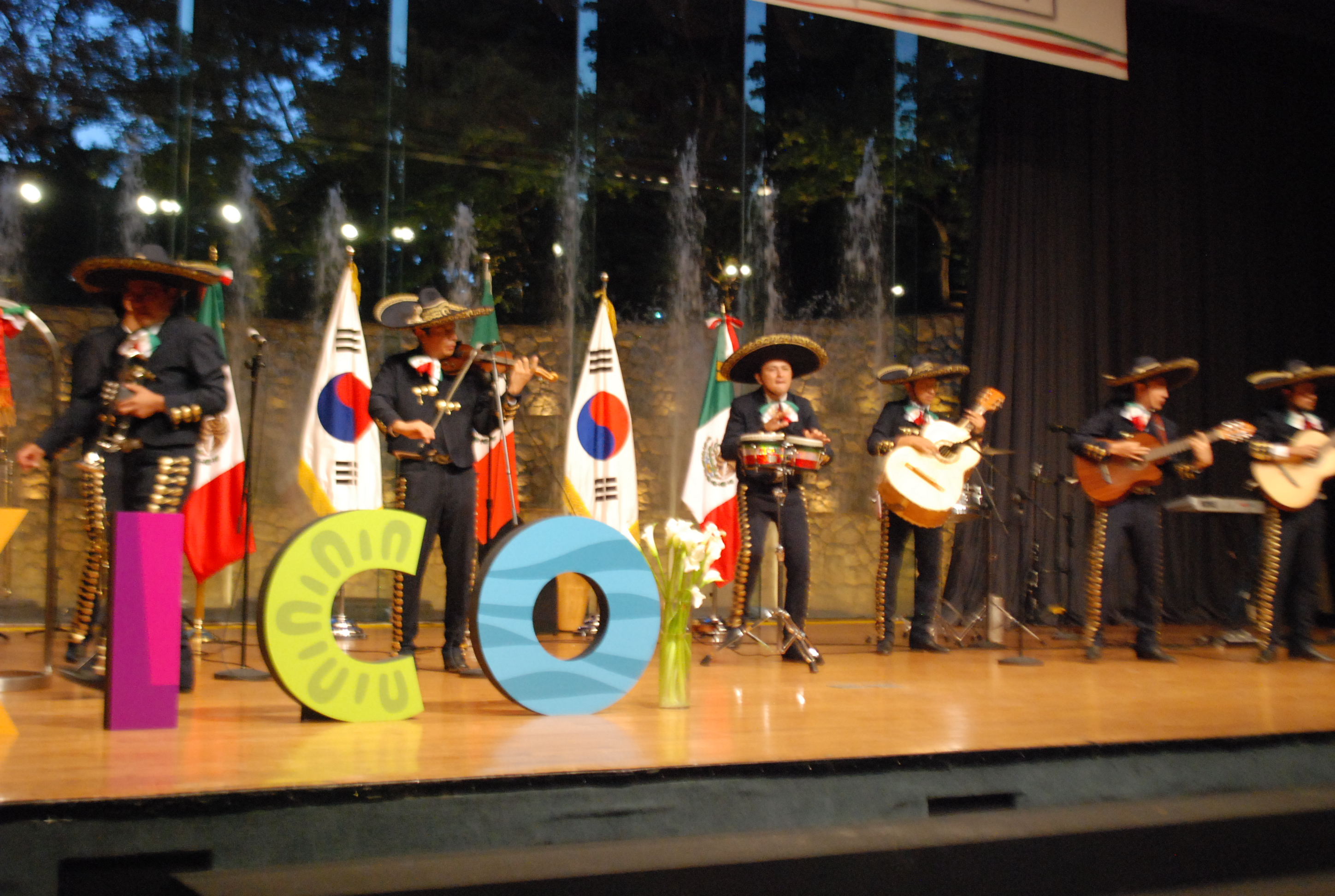 The Mexican community enjoys a traditional Mariachi music band with Seoul-based Mariachi Latin at the 205th Independence Day celebration at the Grand Hyatt in Seoul on Sept. 15.