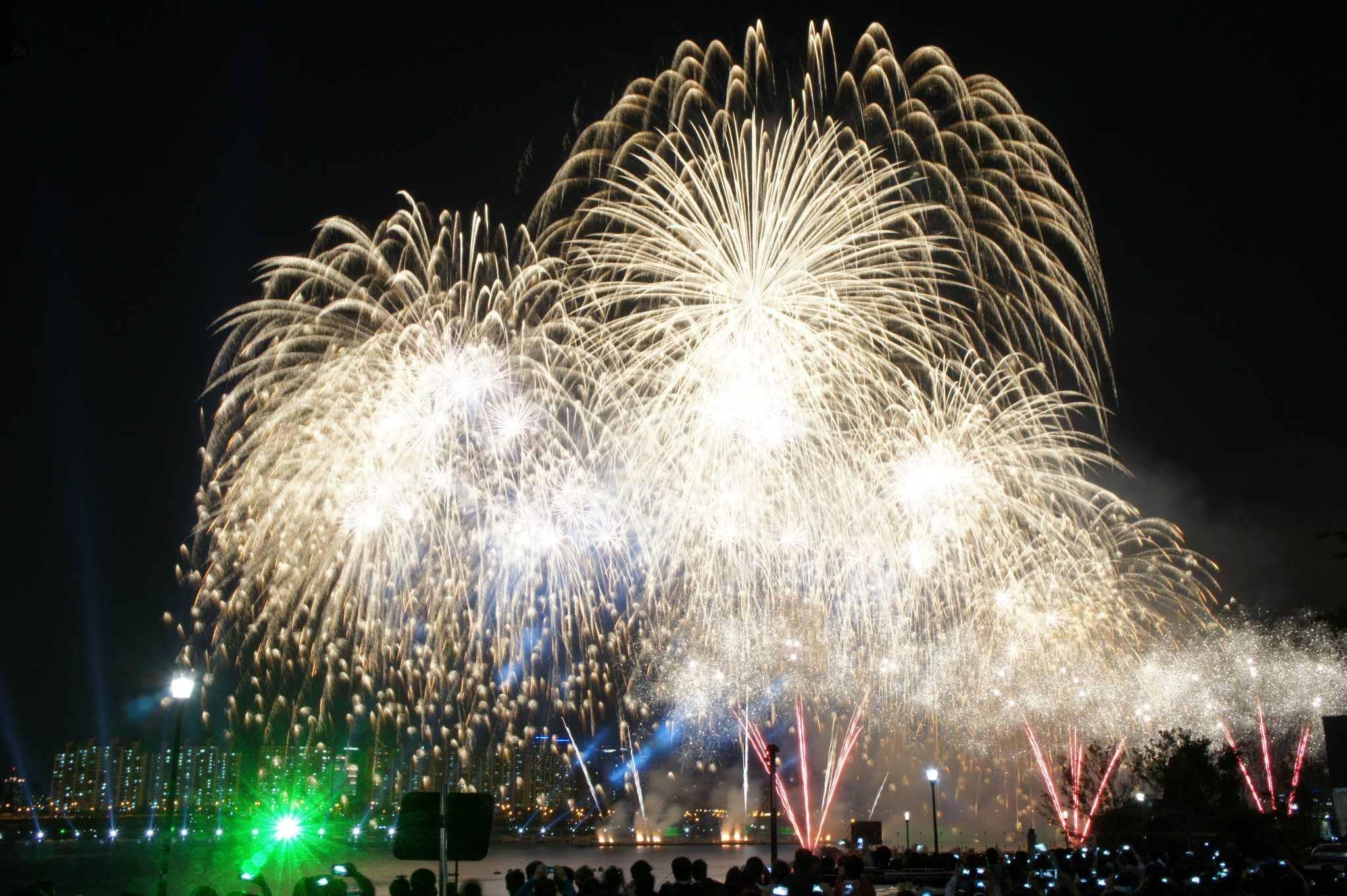 A shot of the 2012 Seoul International Fireworks Festival. (Photo by Amy via Amy in Wonderland)