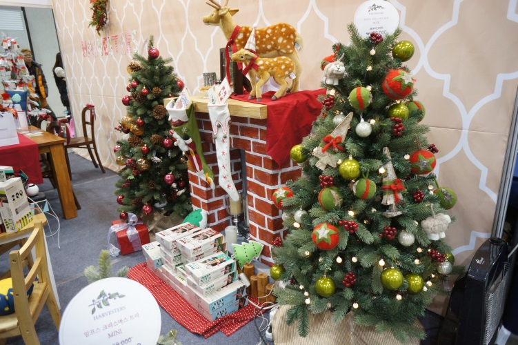 An example of a booth that visitors can see at the Korea Christmas Fair.