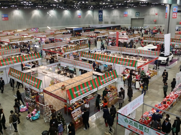 The show floor of last year's Korea Christmas Fair.