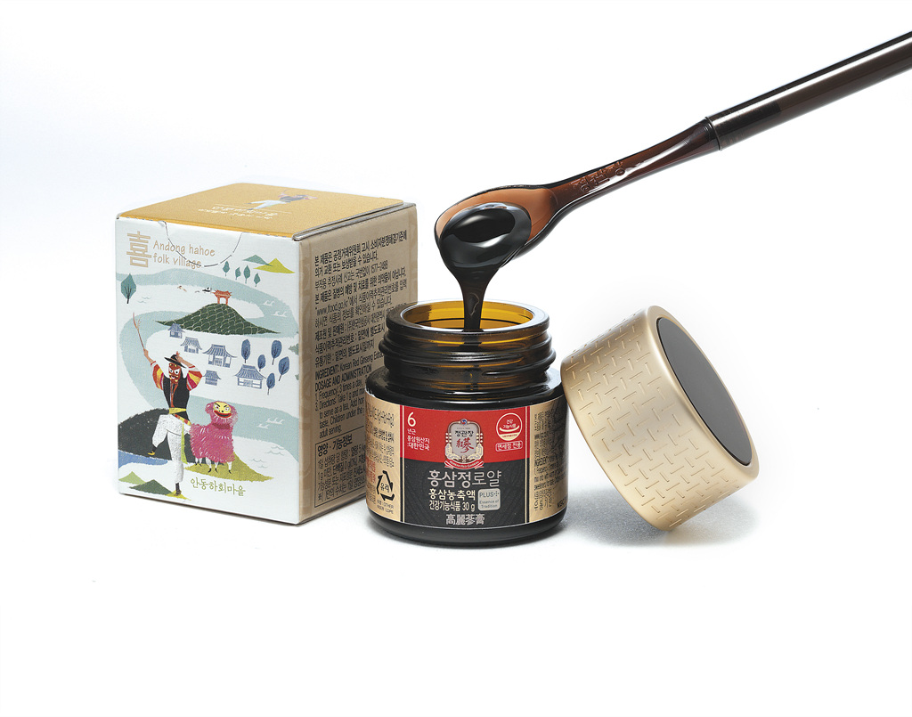 "Korea Ginseng Corp. has released ""Red Ginseng Extract Royal Tour Edition,"" which is sold as a souvenir for tourists visiting Korea."