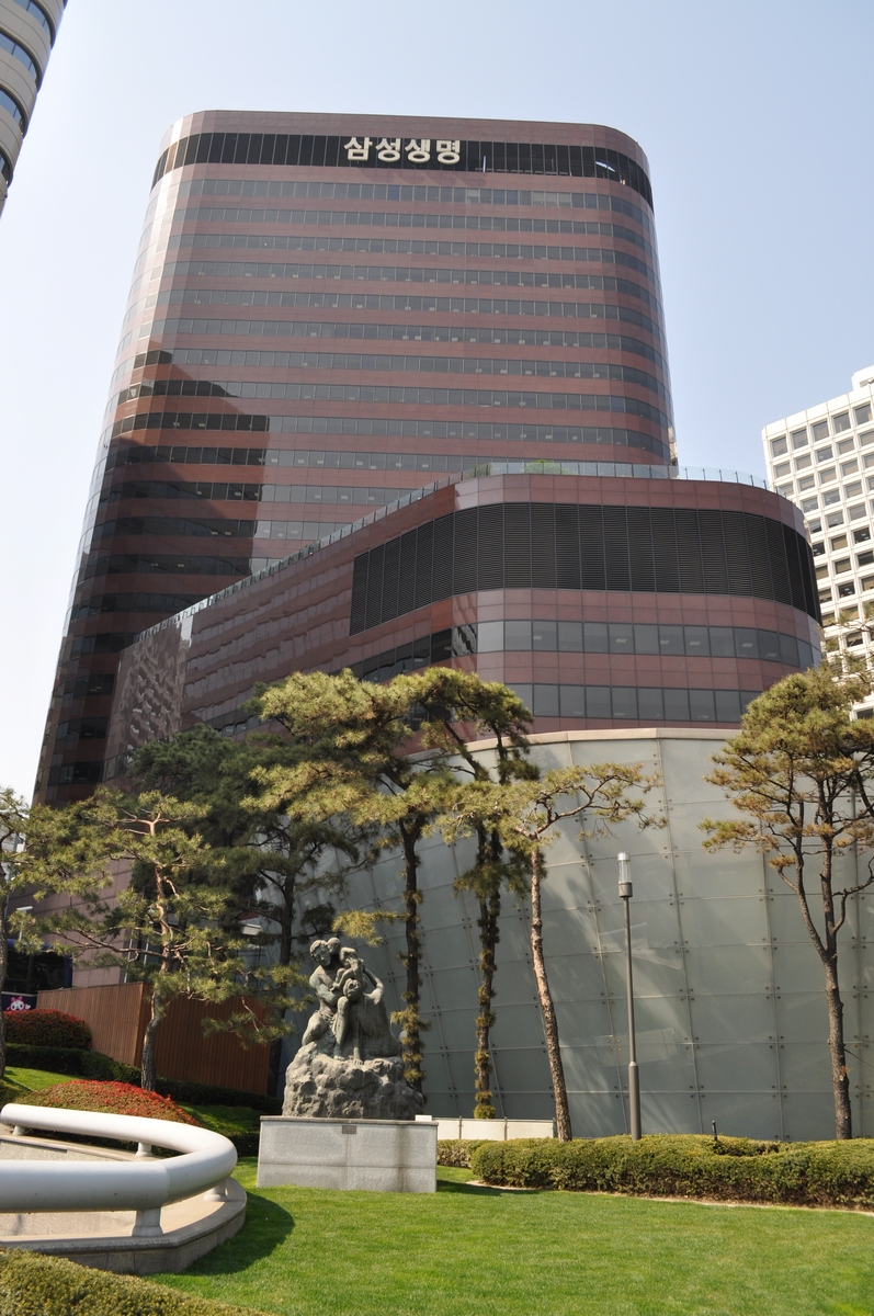 The headquarters building of Samsung Life Insurance.