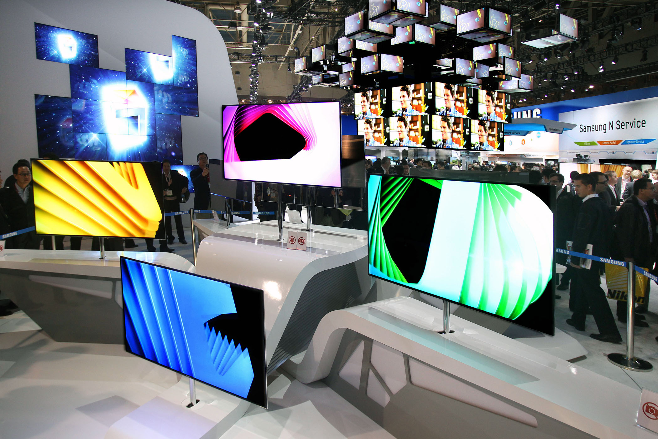 Samsung' 55-inch OLED TV display at CES 2012.