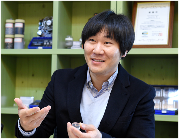 Professor Kwon Han-sang and his team at Department of Advanced Materials System Engineering of Pukyong National University developed a type of functionally graded material (FGM).
