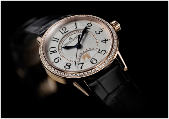 Swiss brand Jaeger-LeCoultre's watches are eight million to nine million won in Korea. Swiss watch exports to Korea grew for two consecutive years.