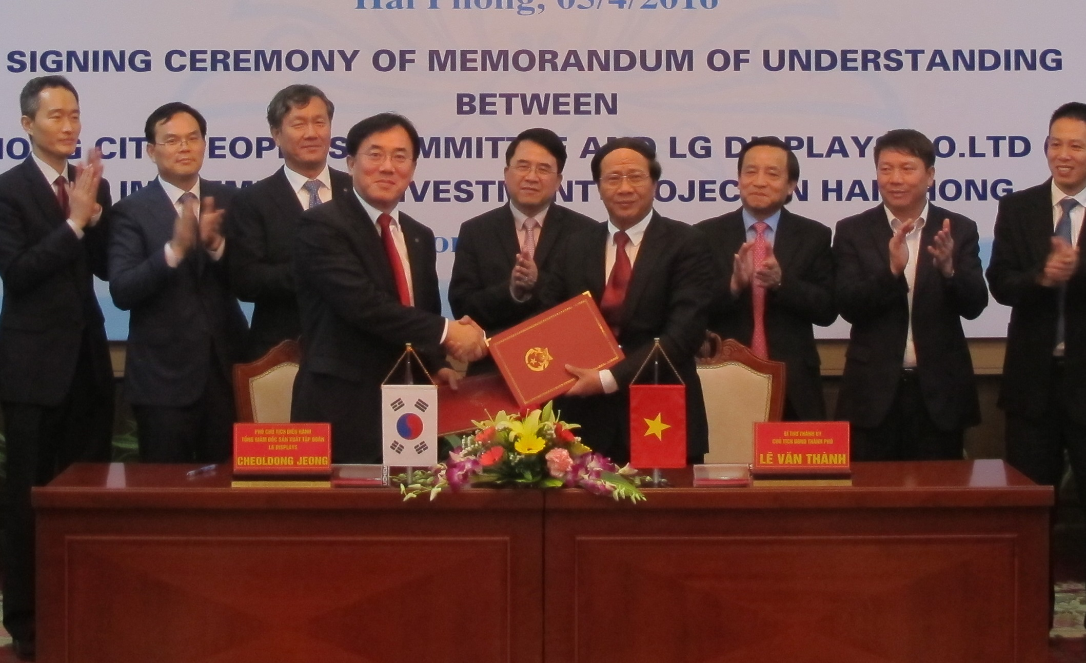 Jeong Cheol-dong (fourth from left), chief production officer at LG Display, and Le Van Thanh (fourth from right), chief secretary of the Hai Phong city government, pose after signing a MOU in the city government on April 5 (local time).