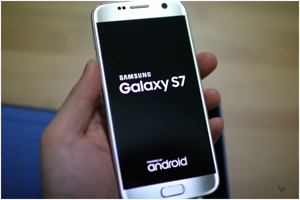 The strong sales of Galaxy S7 flagship smartphone contributed to Samsung Electronics' regain of the No. 1 spot in the U.S. smartphone market.