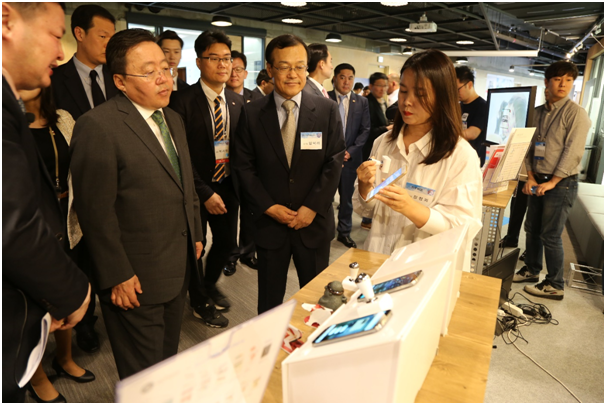 President of Mongolia Tsakhiagiin Elbegdorj was briefed about CM12's echoss smart stamp.