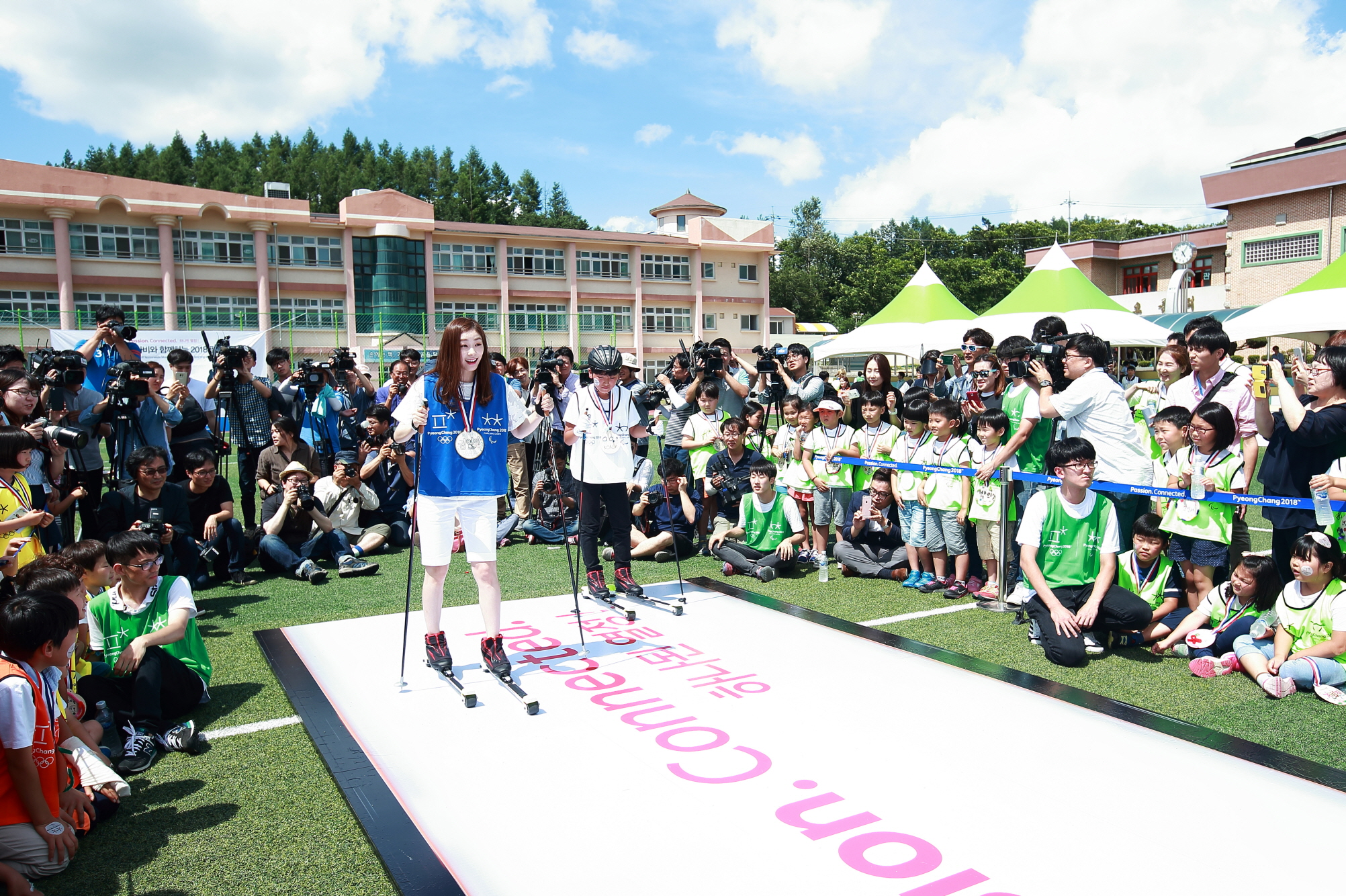 Hon. Ambassador KIM Yu-na competing with an elementary school student in cross country