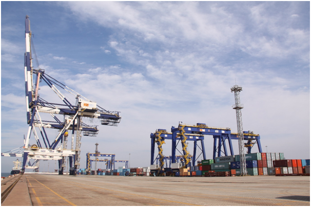 The container terminal in Yantai port handled around 200,000 TEUs in relation with South Korea last year, showing a 10% increase year on year up to now this year.